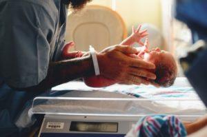 【0歳児の育児】産後入院~1か月検診まで|30代通訳者の育児ログ(1)